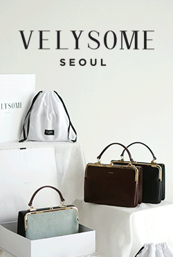 [VELYSOME] Kiss Lock Rectangular Handbag